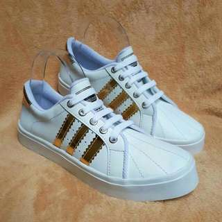 Sepatu Wanita  Sepatu Putih / Sepatu Murah