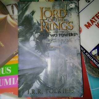 THE LORD OF THE RINGS THE TWO TOWERS - J.R.R. TOLKIEN