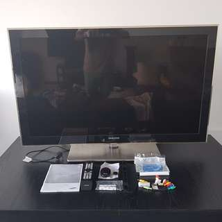 Samsung FullHD LED TV UA46B8000 with original accessories and box
