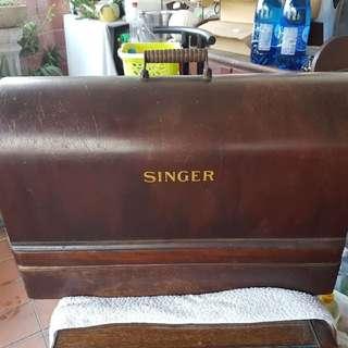 Vintage 'SINGER' Sewing Machine Hand Crank