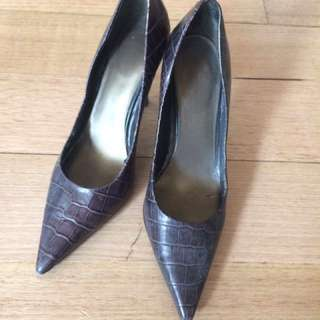 Nine West black snake skin pumps - excellent conditiob
