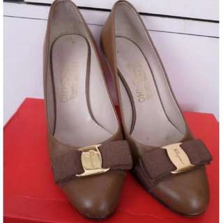ferragamo vintage shoes 金扣高跟鞋 high heel not prada miu miu chanel balenciaga