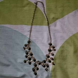 Elegant Black Design Necklace
