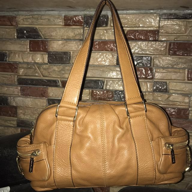 Authentic Michael Kors Leather Shoulder Bag in Luggage color