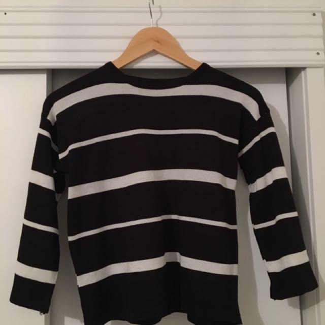 Black Stripe top ▫️▪️
