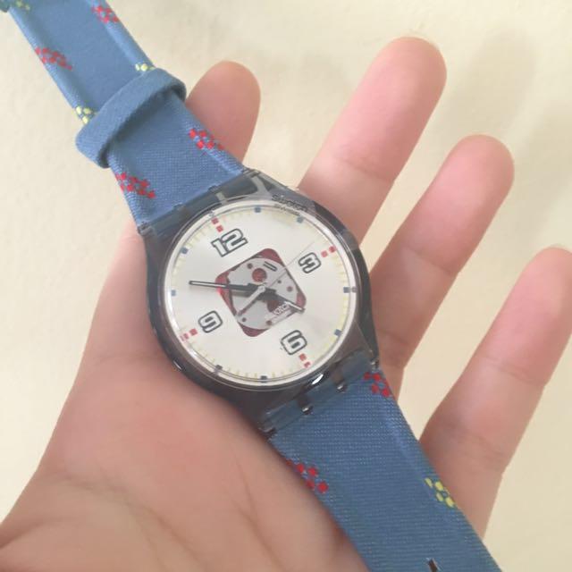 Swatch Jam Tangan Pria Biru Hitam Rubber Hitam Suts401 Sistem Blue Source · Jam Swatch Denim