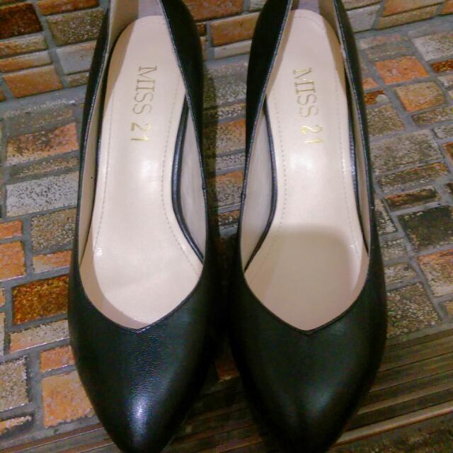 Miss21 黑色短高跟鞋