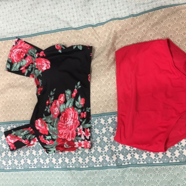 New unworn swim set M