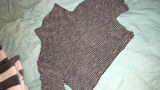 Paper Scissors turtleneck crop