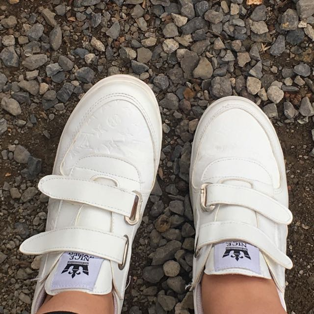 Size 6.5/7 White Shoes