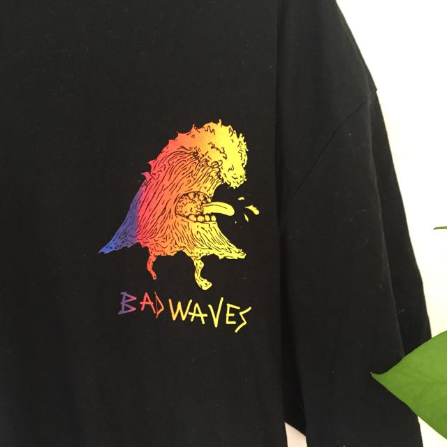 XL Bad Waves surf shirt