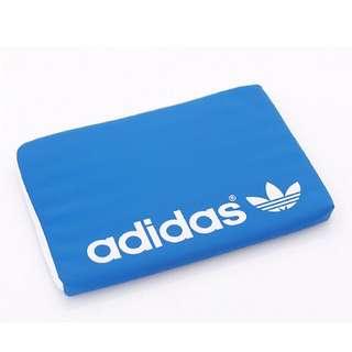 最後出清價!adidas保護套經典藍