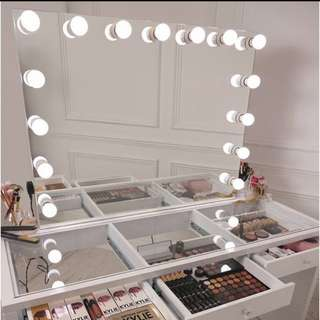 NEW IN BOX - CLEAR TOP RENDEZVOUS SLAY STATION SET UP - MIRROR SET UP, BOUDOIR STOOL AND DRESSER