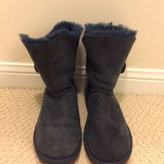 Navy UGG boots in short