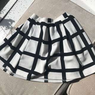 Boohoo black and white skirt