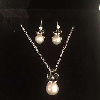Brand New Never Worn Pandora Pearl necklace And Earrings