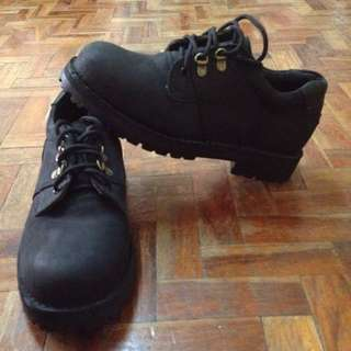 Brand New Fashion Mid Black Gold Boots