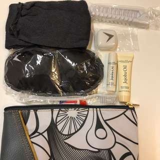 South African Airline Business Class Travel Pouch Bag 南非航空商務化妝袋。 全新