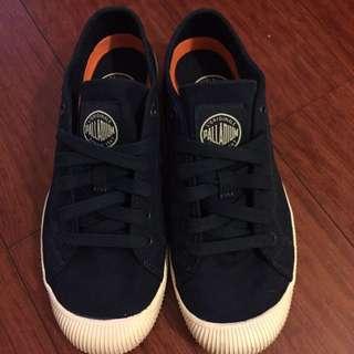 PALLADIUM 男生休閒帆布鞋 9成新只穿過ㄧ次,買給兒子穿的,現在穿不下