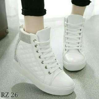 Sepatu Boot Wanita Cewek Model Korea Putih