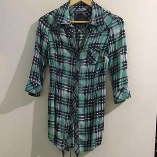Guess 3/4 plaid top