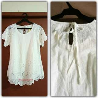 Eyelet Cotto. Blouse