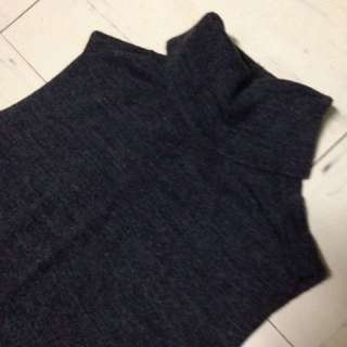 Turtle neck sleeveless blouse