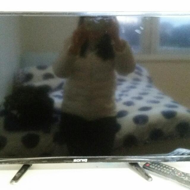 """32"""" HD LED LCD TV"""