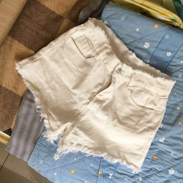 高腰牛仔短褲 抽鬚 白色