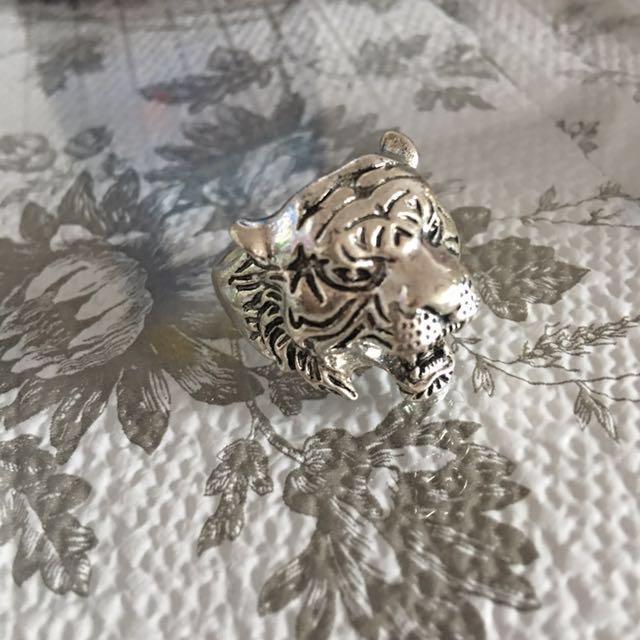 •• Sterling Silver Tiger Ring