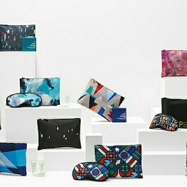 AMENITY KIT TRAVEL LIMITED EDITION FROM BUSINES CLAS QANTAS AIRWAYS, Fesyen Wanita, Tas & Dompet di Carousell