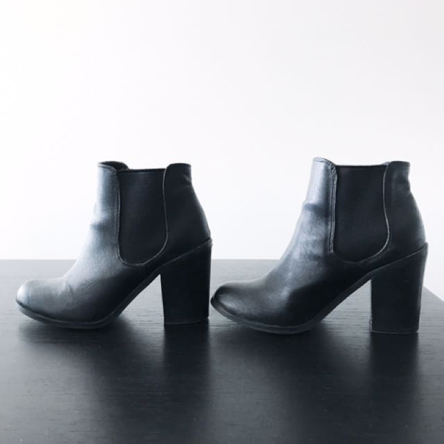 Ankle boots with heel from Dotti, size 6
