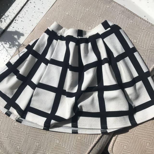 Boohoo black and white skirt