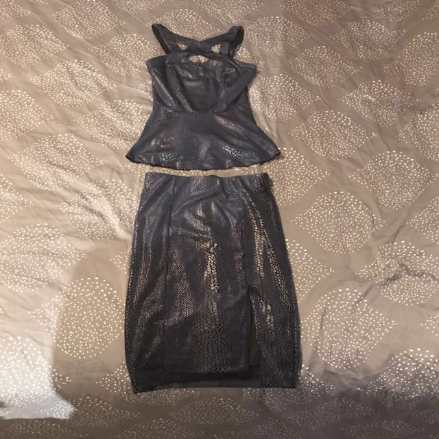 Guess valour skirt (size small) and top (size Xsmall)