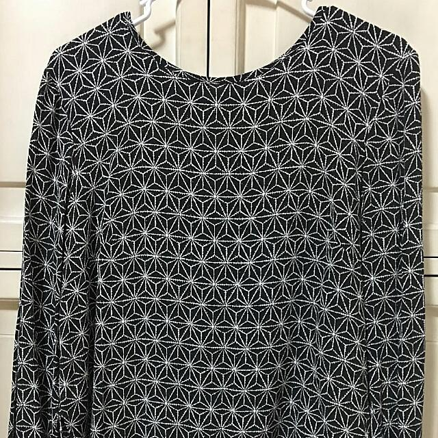 Pre-loved H&M Black and White Star Printed Longsleeve Blouse