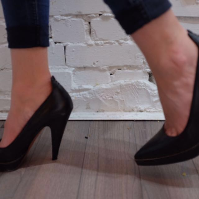 REDUCED - ALAIA black pumps size 39 1/2! ✨
