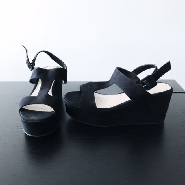 Sandal/wedges size 6