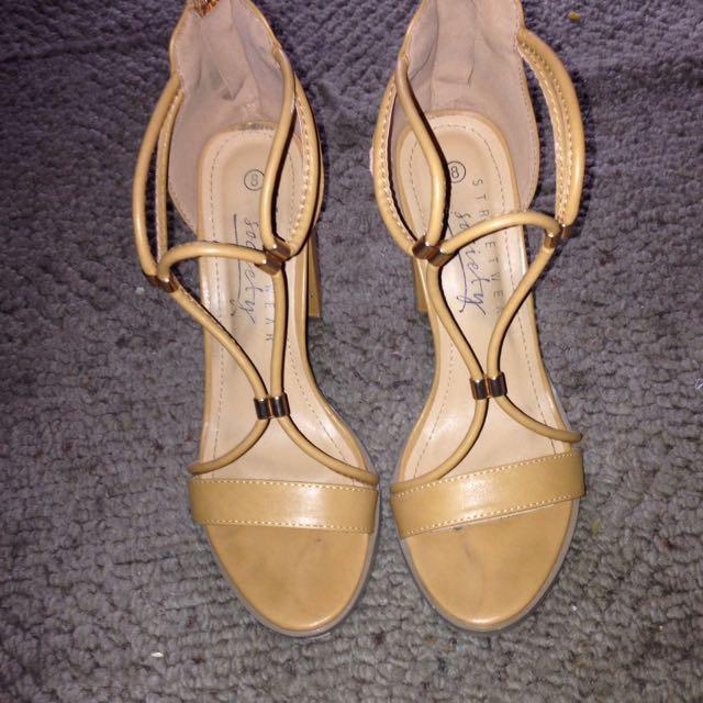 Streetwear society heels size 8