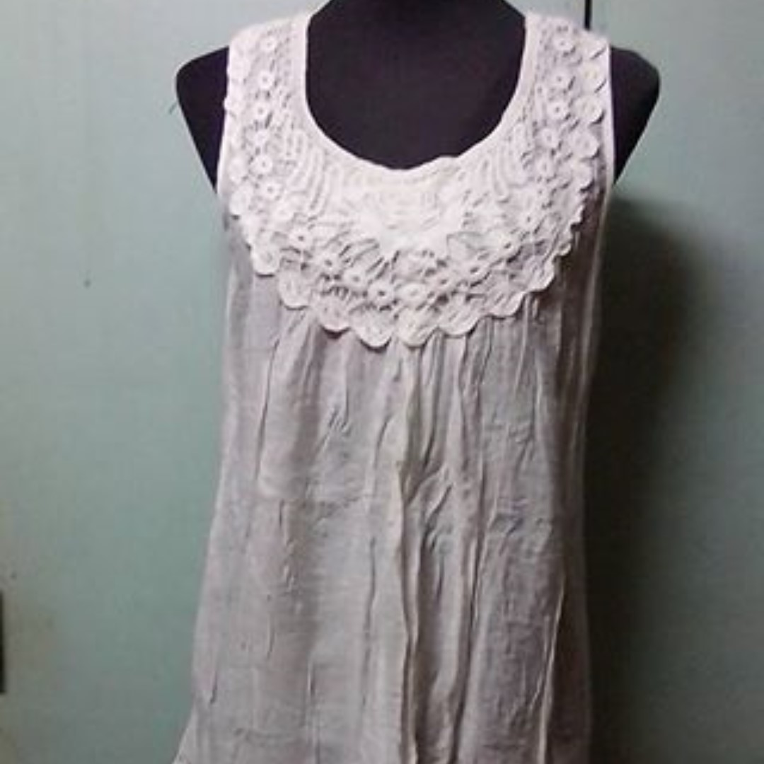WHITE LONG SLEEVELESS (SEMI DRESS)
