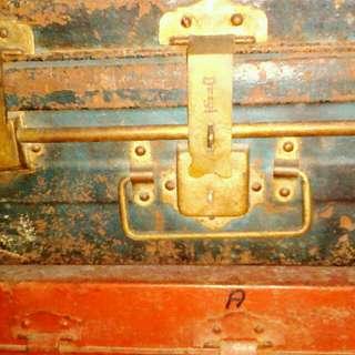 Koper Antik  Oleh Keluarga Kami Dimasa lalu digunakan saat pindahan