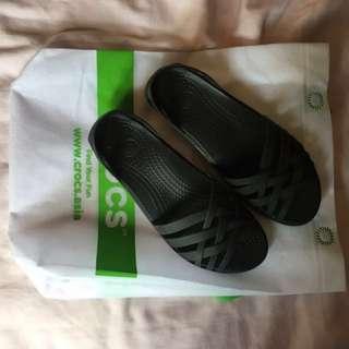 (CLEARANCE) Crocs Huarache Black W6