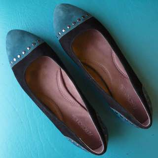 Size 10 Aerosoles Suede Slip-Ons (FREE SHIPPING)
