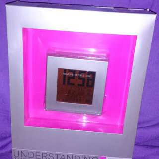 Oregon Philippe Starck 天氣預報收音機電子鐘中號時鐘~紅色