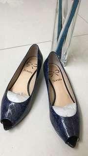專櫃品牌Sonia 仿蛇紋藍色尖頭露趾楔型鞋35號