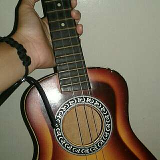 Ukelele (Missing bottom string)