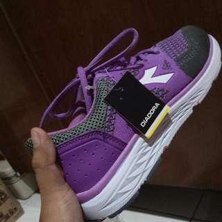 Sepatu sport Diadora