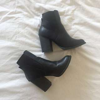 Black ankle boots, like new sz 7.5