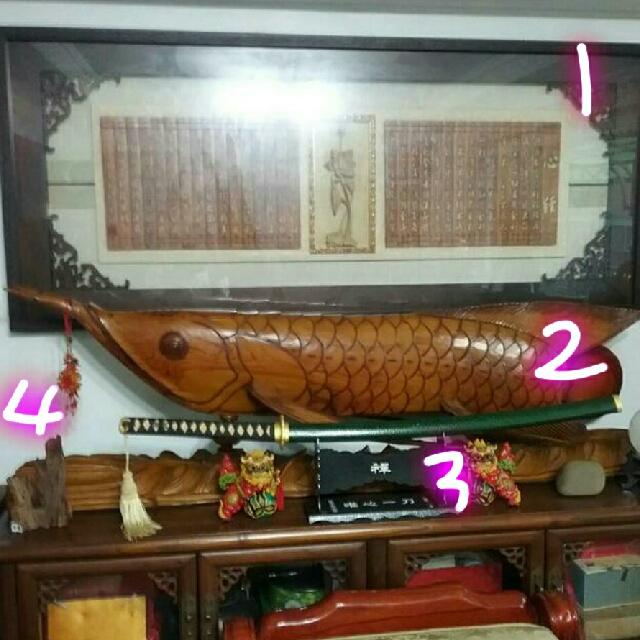 實木鱒魚像、寶劍、大悲咒心經匾額、沈水木