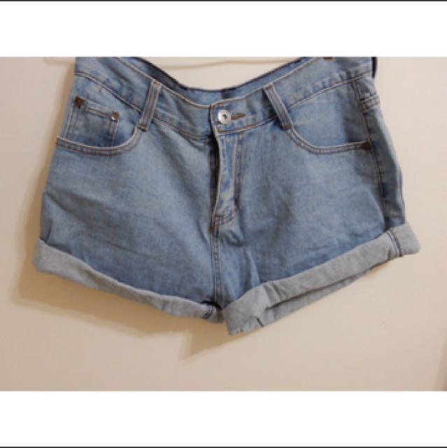 反摺顯瘦牛仔短褲