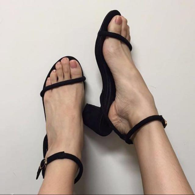 一字涼跟鞋
